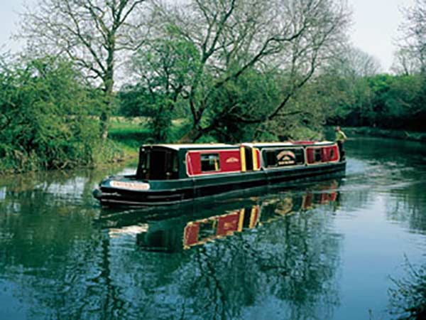 canal narrowboat with mv heating heater